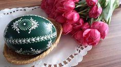 Velikonoční+kraslice+-+zelené+pštrosí+Pštrosí+vejce+barvené+akrylovou+barvou.+Je+malované+zeleným+a+bílým+voskem.+Výška+pštrosího+vejce+je+cca+15cm.:
