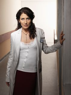 Lisa Edelstein as Ari Goldberg's wife, Miriam Goldberg, who is medical doctor. The actresses' portrayal of Dr. Lisa Cuddy (House M.D) inspired my creation for Miriam. Rena Sofer, Susanna Thompson, Lisa Cuddy, Doctor House, Dr H, Serie Doctor, Omar Epps, Lisa Edelstein, Doctor Costume
