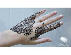 As much as I love mehndi going all up the arms I really love these simple designs on the hamds
