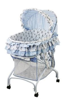 Bassinet in baby blue
