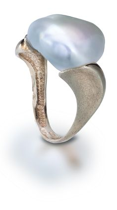 Lustrous Gold and Large Pearl Ring - Yvel Supernatural Style Sea Jewelry, Jewelry Art, Jewelry Rings, Silver Jewelry, Vintage Jewelry, Fine Jewelry, Jewelry Design, Pearl Ring, Gold Ring