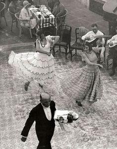 Martin Munkácsi, Spanish Dancers, Seville, 1930