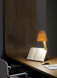 Aujourd'hui, on vous propose une séléction qui se penche sur la lampe de bureau, un objet design qui joue un rôle considérable dans notre quotidien.