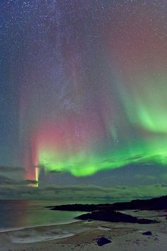 ✯ Beautiful Aurora Mixed in with the Milky Way
