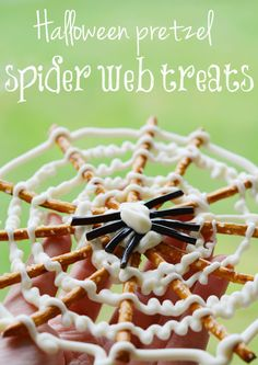 These Halloween pretzel spider webs are so cute! They have to be the coolest Halloween snack ever!