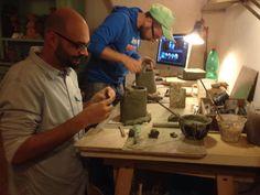 """Progetto """"Made in Loco"""". Residenza d'artista a Grottaglie, Puglia. A lavoro con Giorgio di Palma. Ceramica Giovanni Maffucci"""