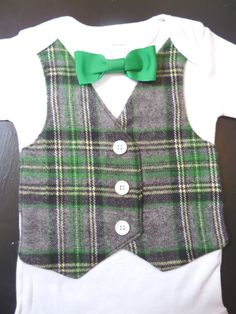 This would be perfect for my little man!  He doesn't let me put dress shirts on him!