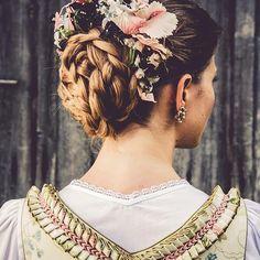 Lena Hoschek Tradition - details of craftsmanship on a Dirndl Follow us on Facebook https://www.facebook.com/LenaHoschekTradition #dirndl #austria #steiermark #craftsmanship #soundofmusic #lenahoschektradition flower crown by #misslillyshats @misslillyshats