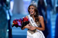 Miss Connecticut USA Erin Brady is the winner of Miss USA 2013 pageant and will compete at Miss Universe 2013 pageant. Teen Pageant, Pageant Tips, Beauty Pageant, Miss Usa 2013, Miss Teen Usa, Miss Connecticut, Miss Nevada, Pageant Questions, Sparkly Gown