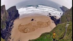 The drawings in the sand by Tony Plant