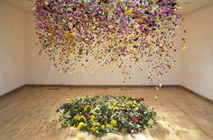 Die englische Künstlerin Rebecca Louis Law arbeitet in ihren Installation mit natürlichen Materialien und nicht nur deshalb sollten wir…