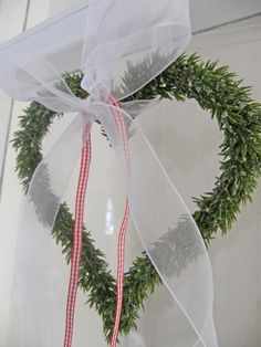 Simple heart wreath with ribbon for Valentines Day, such sweet decor❤️