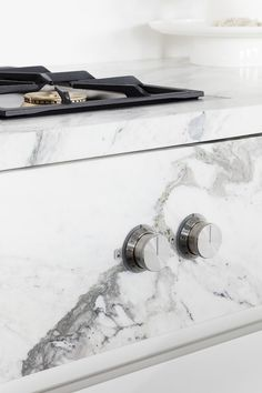 Little Details, Big Impact: Design Choices That'll Make Your Kitchen Stand Out Cozy Kitchen, Home Decor Kitchen, Interior Design Kitchen, Kitchen And Bath, Kitchen Hob, Minimal Kitchen, Kitchen White, Kitchen Furniture, Kitchen Appliances