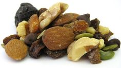 Organic Prenatal Mix - walnuts, almonds, pepitas, dark chocolate chips, diced apricots, prunes and raisins >> great for snacking!