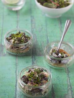 muscade, poivre, échalote, crême fraîche, champignon de Paris, vin blanc sec, beurre, ail, pain de mie, persil, sel, escargot