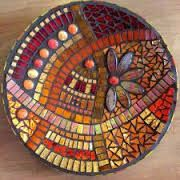 ideas for mosaic plates Mosaic Birdbath, Mosaic Tray, Mirror Mosaic, Mosaic Garden, Mosaic Glass, Stained Glass, Glass Art, Mosaic Crafts, Mosaic Projects