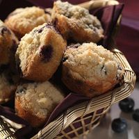 Blueberry Cinnamon Cream of Wheat Muffins - Cream of Wheat is simply good food for the body & soul! creamofwheat.com #healthy #homecooking #creamofwheat #recipe