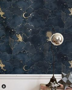 Papier peint Stars and Monkeys - Midnight Blue - Magic Garden - Gold Home Decor, Cheap Home Decor, Diy Home Decor, Monkey Wallpaper, Blue Star Wallpaper, Home Wallpaper, Wallpaper Collection, Magic Garden, Diy Home Improvement