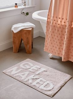 50 Cute Bath Mats That'll Freshen Up Your Bathroom and Make You Smile • Chandeliers and Champagne Zen Bathroom, Guest Bathrooms, Bathroom Rugs, Small Bathroom, Pink Bathroom Decor, Bathroom Inspo, Bathroom Ideas, Bathroom Designs, College Bathroom Decor