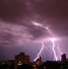 Thunderbolt in São José dos Campos/SP/Brasil.  Photo by Alessandra Rosa.