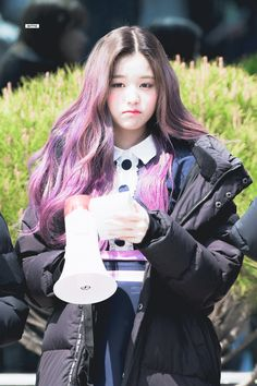 (Credits to the real owner/s) Cute Asian Girls, Cute Girls, Kpop Girl Groups, Kpop Girls, Jang Wooyoung, Sketch Poses, Grunge Girl, Asian Men, Asian Guys