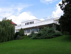 Image 1 of 3 from gallery of A Historical Masterpiece reopens to the Public: Villa Tugendhat / Mies van der Rohe. Prior to Restoration © Mr Hyde / Wikimedia Commons Ludwig Mies Van Der Rohe, Bauhaus, Villa Tugendhat, Prague Apartment, Construction, Worlds Of Fun, World Heritage Sites, Czech Republic, Beautiful Places
