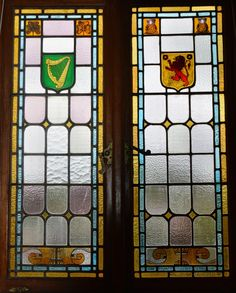 De Oude Huize Yard: Stained glass and details of The Town Hall of Harrismith