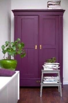 Decoração Com A Cor Ultra Violet Armoire Purple Cabinets Painted Furniture