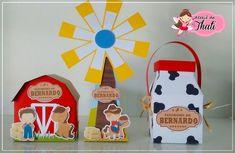 Kit Scrap festa Fazendinha - 1 caixa celeiro - 1 caixa moinho - 1 leiteira personalizadas com o nome e idade ao gosto do cliente. - 7C1C27 2nd Birthday Party Themes, Farm Birthday, Farm Activities, Packing Boxes, Farm Theme, Farm Party, Love Craft, Party Favors, Diy And Crafts