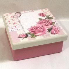 Caixa 14x14 com divisórias. Tinta pva cintilante Corfix porcelana e rosa antigo. Papel scrapbooking Litoarte SDSXV 062