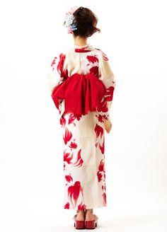ふりふ 金魚ジュリー | Sumally Yukata Kimono, Kimono Fabric, Japanese Beauty, Japanese Fashion, Kimono Fashion, Fashion Outfits, Cute Kimonos, Traditional Kimono, Summer Kimono