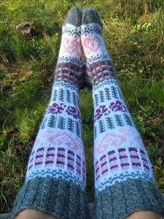 Sarita Kotkavalkama design Romanssi Novita 7-bröder Sexy Socks, Knee Socks, Sock Shoes, Slippers, Fall 2018, Knitting, Crochet, Footwear, Design