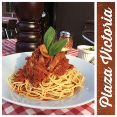 Spaghetti, pomodoro y carne mechada. Spaghetti, Victoria, Ethnic Recipes, Food, Meals, Yemek, Noodle, Eten