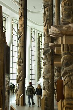 https://flic.kr/p/6H1tZn | The homes of the First Peoples of the Northwest Coast | Visitors in the Grand Hall examine the totem poles ©CMCC/SMCC, Steven Darby, 2007, © D2007-08590