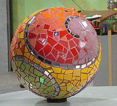 How to make a Mosaic Garden Sphere with Laurel True | Kim Grant Mosaics – Mania & Mischief