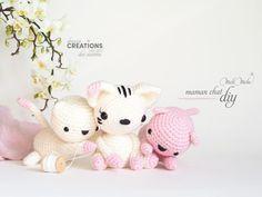 DIY amigurimi. Maman chat au crochet - La Boutique de MeliMelo Chat Crochet, Crochet Diy, Crochet Hats, Crochet Amigurumi, Boutique, Hello Kitty, Miniatures, Teddy Bear, Handmade Gifts
