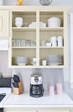perfect example of taking the doors of basic cabinets for automatic display space