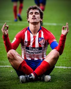 ⚠️ Barça and Griezmann reached an agreement in March for the Frenchman to become a Barça player and he has already signed his contract. There is documented evidence of the striker negotiating a deal with Barça since November. Antoine Griezmann, Soccer Guys, Football Boys, Football Players, Ronaldo Football, Messi, Gus Kenworthy, Uefa Champions, Sport Icon