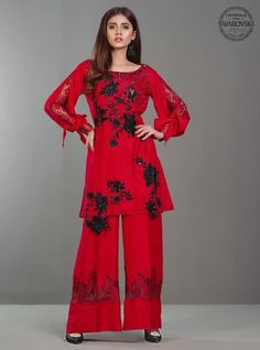 Zainab Chottani Fiery red Eid Collection 2017 - Original Online Shopping Store Whatsapp: 00923452355358 Website: www. Funky Dresses, Eid Dresses, Best Prom Dresses, Types Of Dresses, Casual Dresses For Women, Fashion Dresses, Women's Fashion, Work Dresses, Trendy Dresses