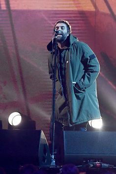 Brit Award Liam Gallagher Performs Tribute To Manchester Bombing Victims Liam Oasis, Manchester Bombing, Liam Gallagher, Pretty Green, Hair And Beard Styles, Motown, Rock N Roll, Indie, Awards