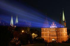 Guerilla Marketing Laser Projection in Lübeck für Möbel Kabs von Orange Cube Werbeagentur Hamburg