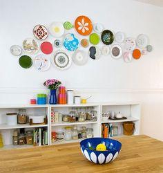 10 Smart Kitchen Storage Solutions for Renters i LOVE the warm cute plates on the wall Plate Wall Decor, Plates On Wall, Hanging Plates, Paint Plates, Vintage Plates, Vintage Kitchen, Vintage Pyrex, Vintage Dishware, Antique Plates