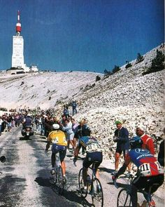 Mont Ventoux - Big Mig leads the way? Cycling Art, Road Cycling, Cycling Bikes, Cycling Clothes, Velo Vintage, Vintage Cycles, Cycling Magazine, Retro, Alpe D Huez