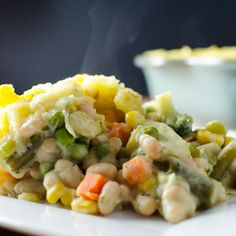 This vegan and gluten-free white bean shepherd's pie recipe is both tasty and easy to make. With a little planning you can prepare it in about an hour.