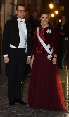 , kronprinsessan i rött | Mode | Expressen