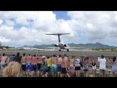 Atraksi gila para turis di Maho Beach St Maarten - YouTube