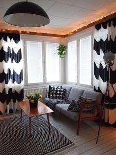 MiiMiin Koti: Paluu Lokkeihin 50s Furniture, Scandinavian Interior Design, Scandinavian Style, Living Spaces, Living Room, Cottage Interiors, Retro Home, Mid Century House, Home And Living