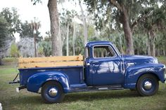 old truck ... love it someday want to have one just like this!!!
