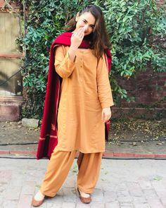Asalam o alikum and Jumma mubarak Simple Pakistani Dresses, Pakistani Fashion Casual, Pakistani Dress Design, Pakistani Outfits, Pakistani Clothing, Indian Dresses, Indian Fashion, Stylish Dresses For Girls, Stylish Dress Designs