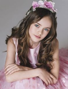 lvreigのblog : ブランド服話題:ロシアの9歳の女の子 「世界一の美少女」と賞賛され